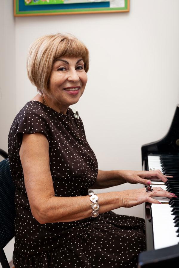 Саильянц Анна Ашотовна - МО эстетического и физического воспитания, НВП, учитель музыки и мировой художественной культуры.